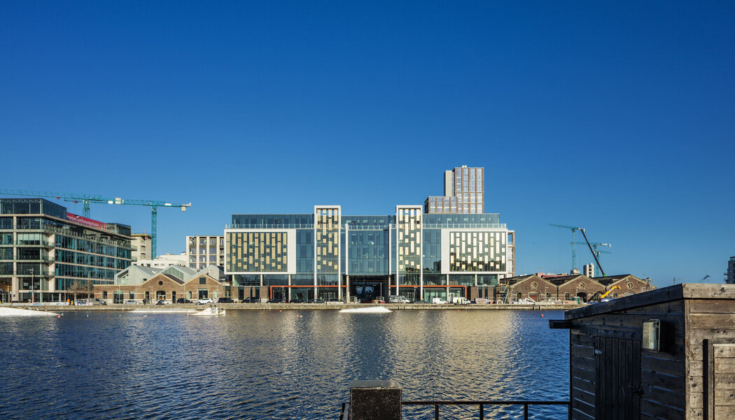 CW 50 Curtain Walls and CS 77 Doors - Office building The Reflector located in Dublin, Ireland