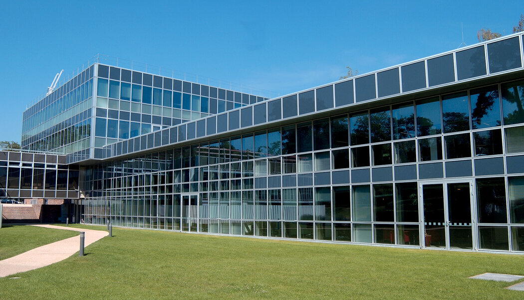 CW 86 Curtain Walls - College/University Insead located in Fontainebleau, France